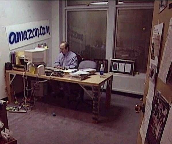 sene 1999 | amazon.com'un sahibinin ofisi | şimdi dünyanın en zengini | asla pes etme