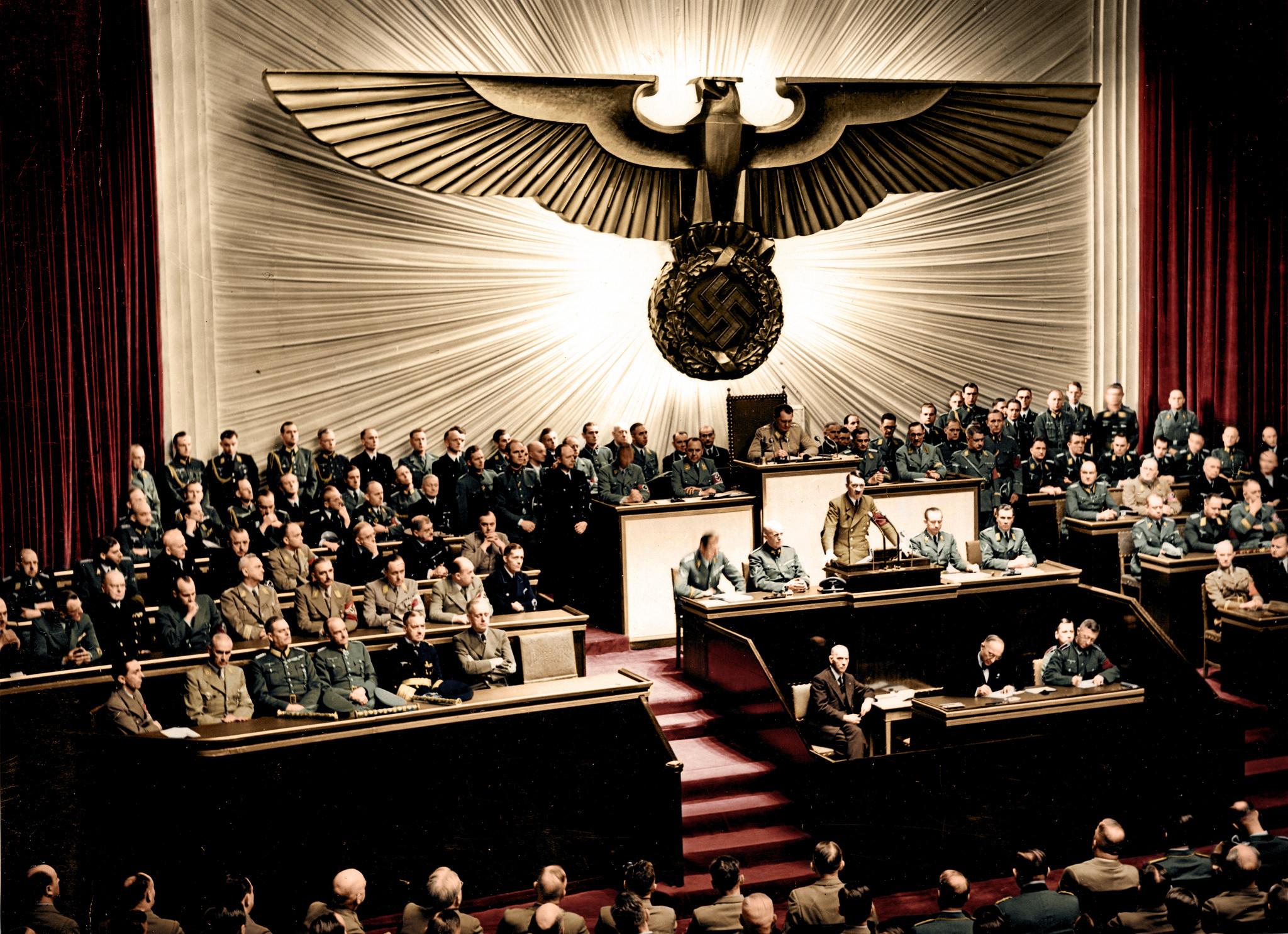 adolf hitler'in, abd'ye savaş ilan ettiği konuşması, 1941 [2048x1486] (renklendirilmiş)