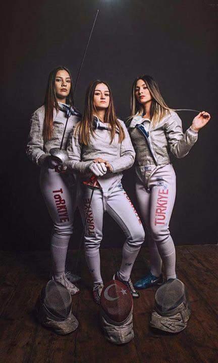 u23 eskrim avrupa şampiyonası'nda bayan kılıç takımı, eskrimin devleri kabul edilen ülkeleri tek tek eleyerek avrupa şampiyonu oldu.