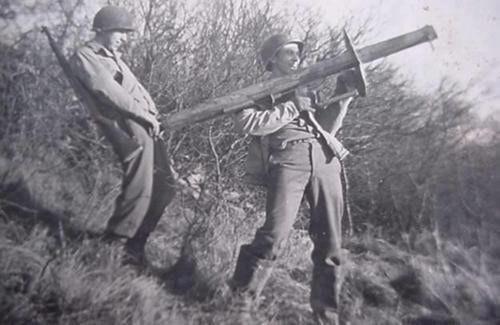 1944: askerlerin ele geçirdiği bir tanksavar mizaha konu oluyor