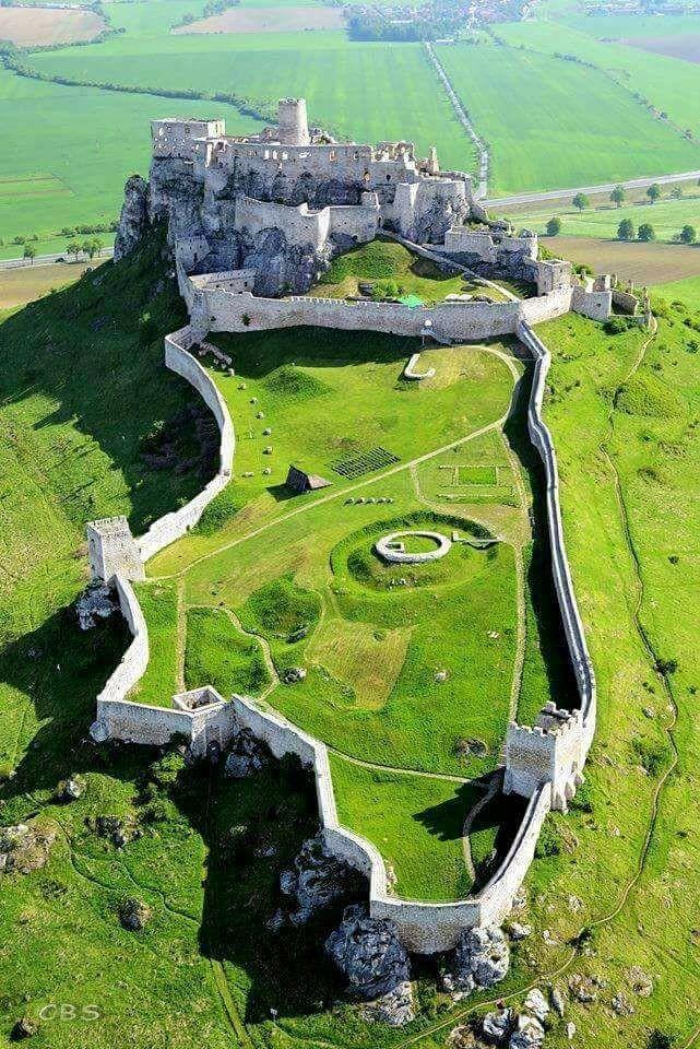 orta avrupa'nın en büyük kalesi spiš kalesi
