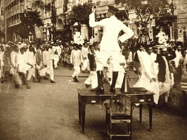 1930: bombay'da ganesha visarjan alayı sırasında trafiği yöneten ingiliz polisi