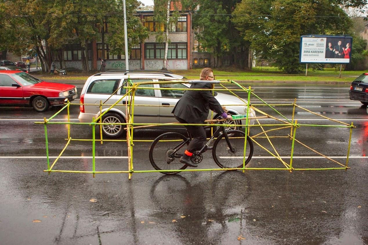 kendi güvenlik sistemini kuran bisikletli