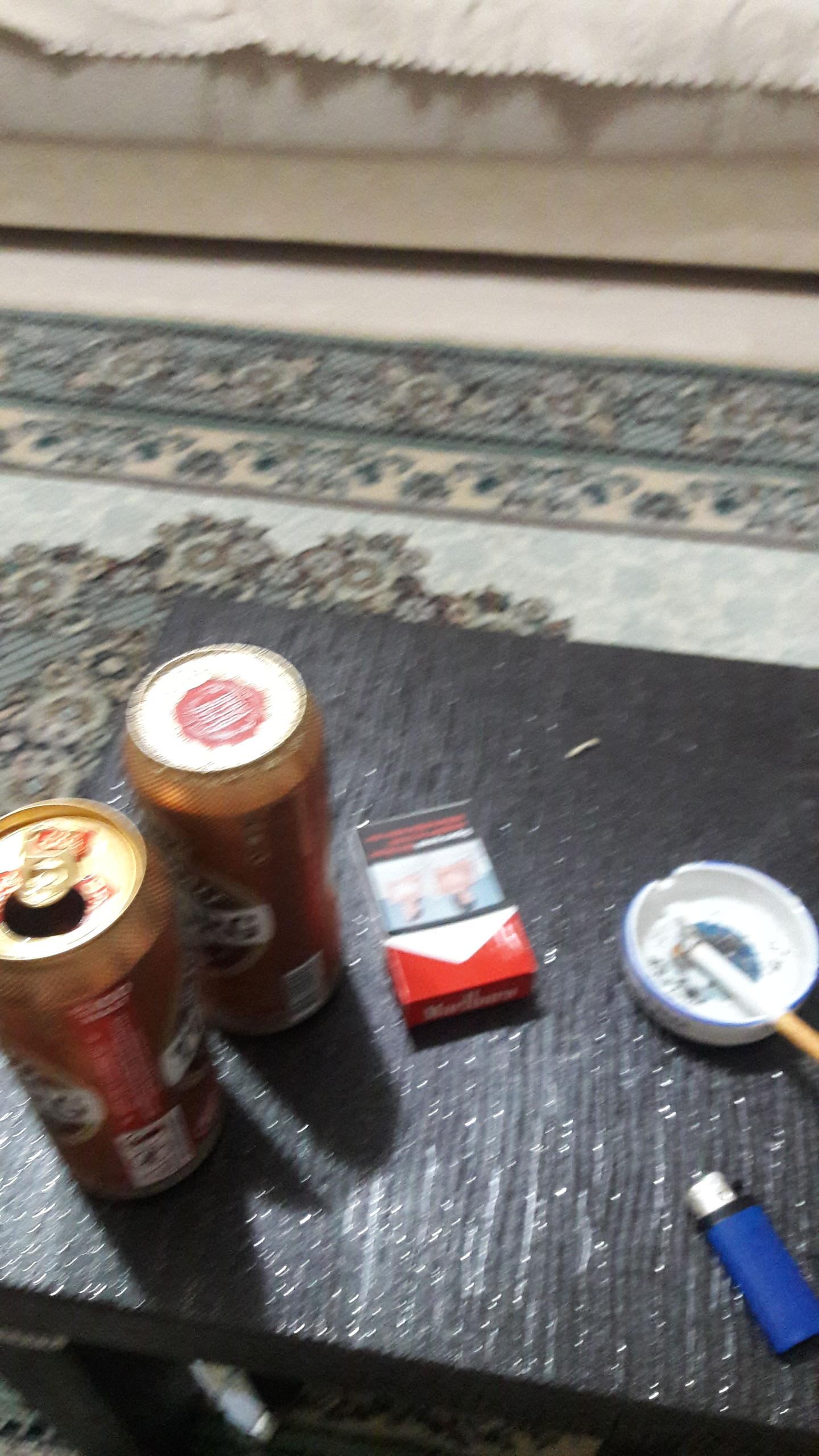 bizde meze masası yok varsa iki bira bi sigara uyarsa bi cigara