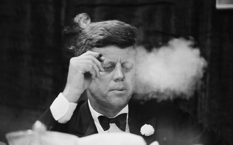 amerika başkanı john f kennedy, küba'ya ambargo uygulanması kararını imzalamadan saatler önce 1200 adet küba purosu satın almıştır.