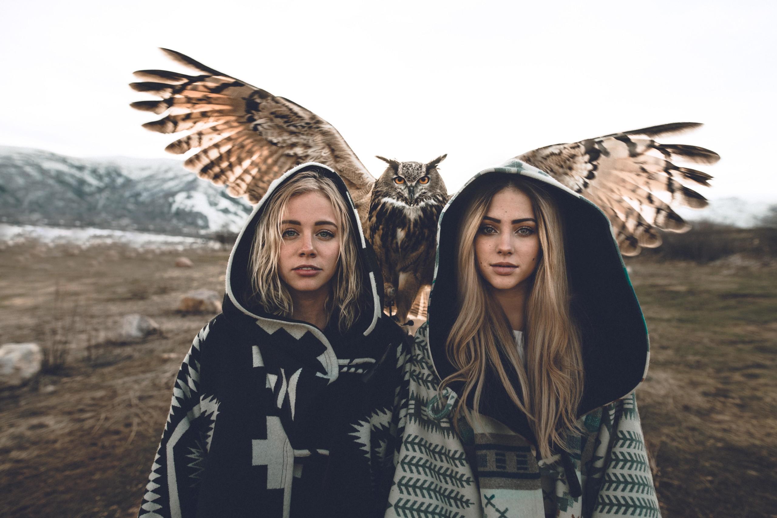 bir baykuş 2 kız