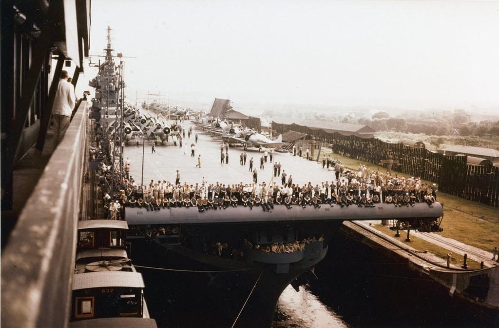 1943: abd donanması uçak gemisi uss yorktown panama kanalı'ndan geçişi