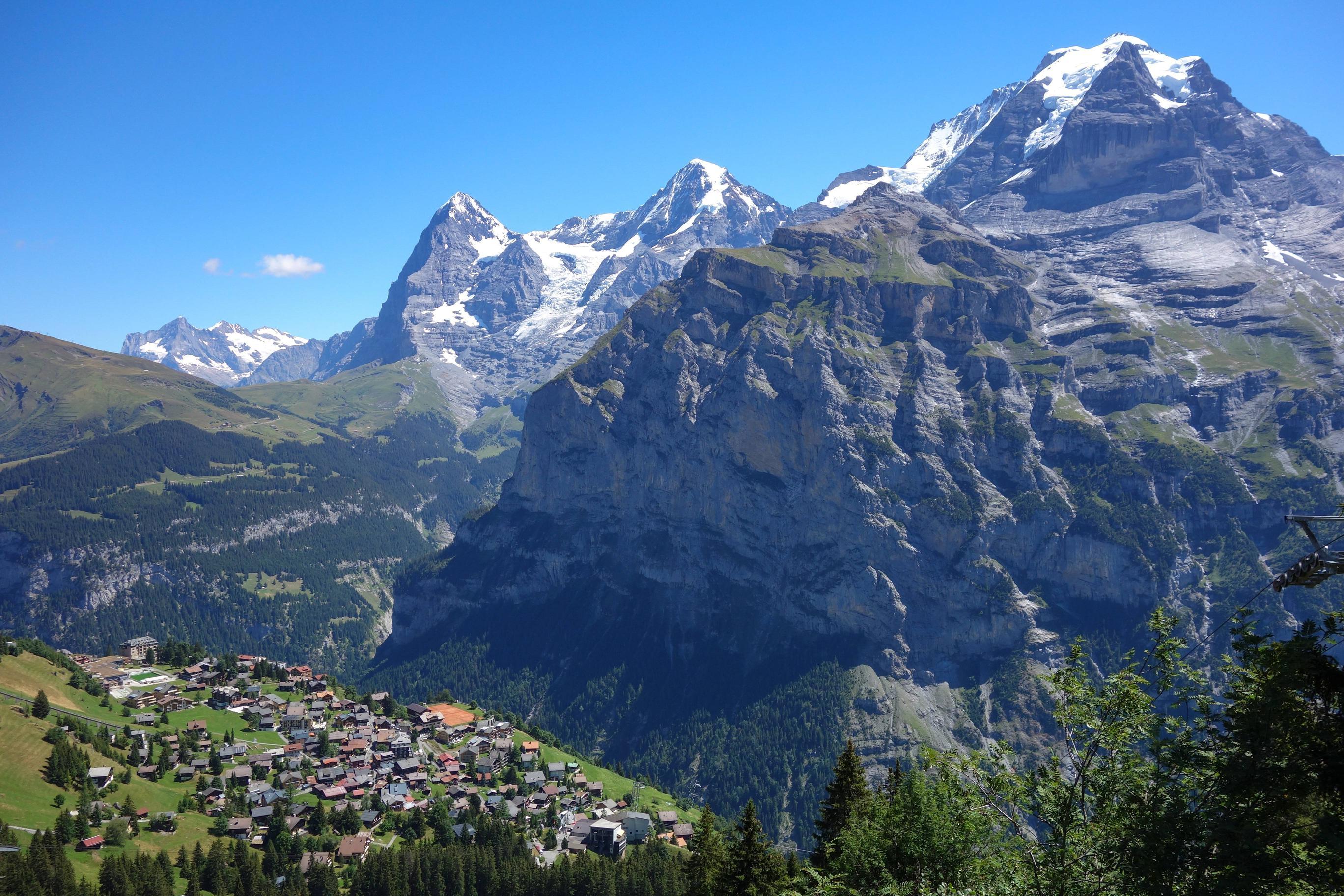 isviçre alplerinde bir dağ köyü