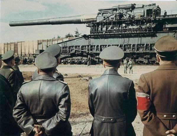 hitler meşhur gustav topuna bakarken, 1942