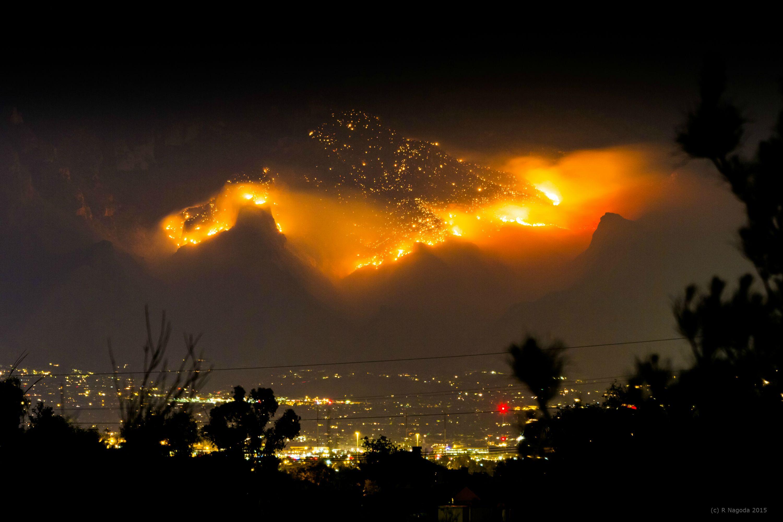yanardağ etrafını yok ediyor