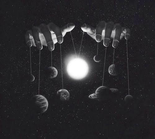 herkes aynı anda geceyi yaşar ama herkesin karanlığı farklıdır.