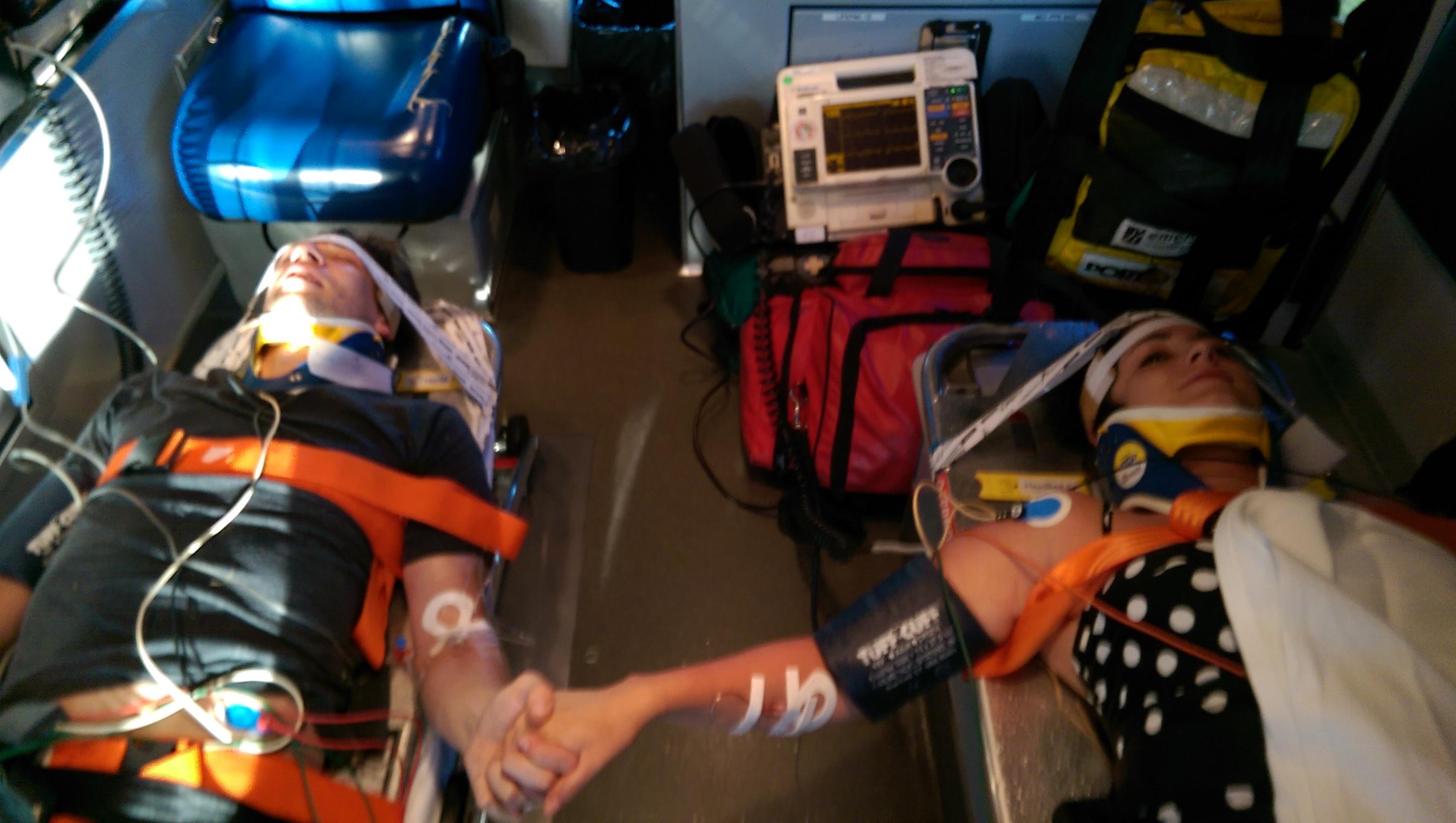 balayında motosiklet kazası geçiren çift