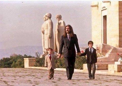 barış manço ve oğulları doğukan, batıkan, anıtkabir.
