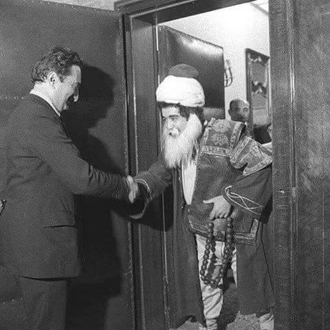 levent kırca,  ecevit'i nasrettin hoca kostümüyle ziyaret ederken 1977
