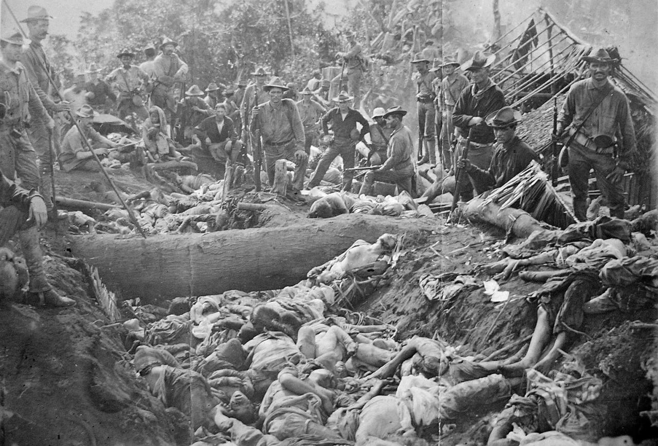 amerikan askerlerinin filipinli bir grubu yok ettikten sonra çektirdikleri yorumsuz kare sene 1906