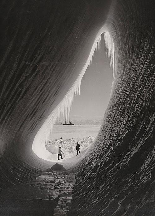 ingiliz antartik keşfinde , buzulların içindeki mağara, 5 haziran 1911