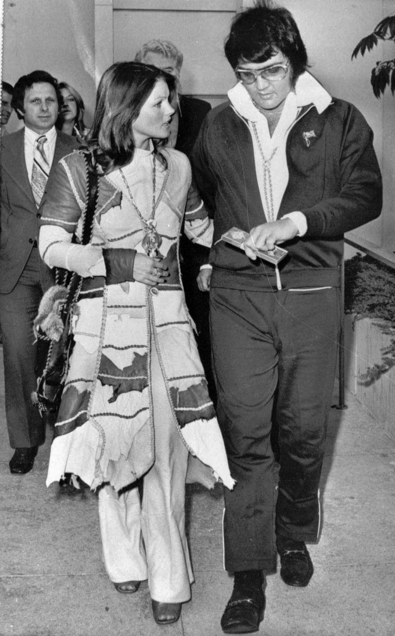elvis ve priscilla presley boşandıktan sonra beraber gezerken 09.10.1973