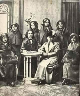 ingiliz-fransız ortaklığında kurulan ve istanbul'da hizmet veren dersaadet telefon anonim şirketi'nin ilk memureleri, 1912.