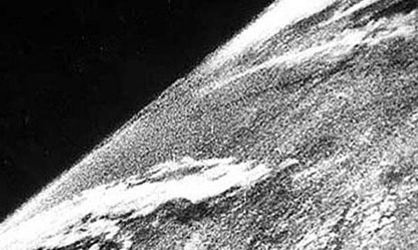 v-2 roketi tarafından uzaydan çekilen ilk fotoğraf, 1946 [600 x 359]