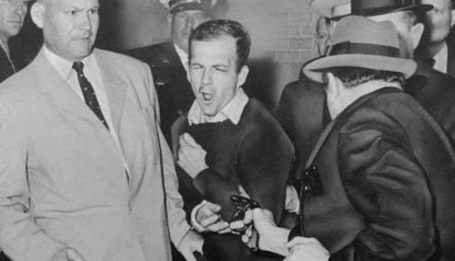 24 kasım 1963 - jack ruby, lee harvey oswald'ı vururken, dallas